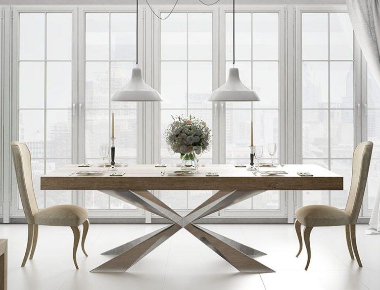 Salón con mesa de madera