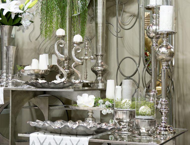 Decoración con velas, jarrones y cuadros