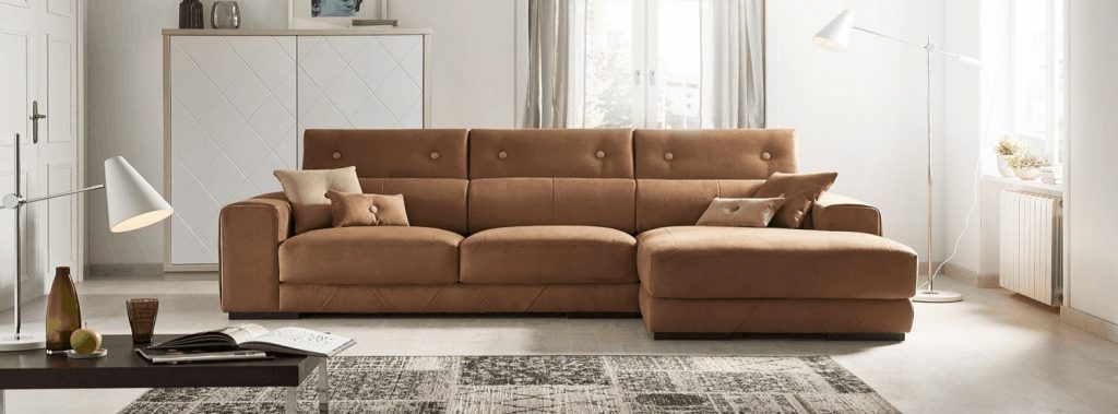 Sofá tapizado marrón