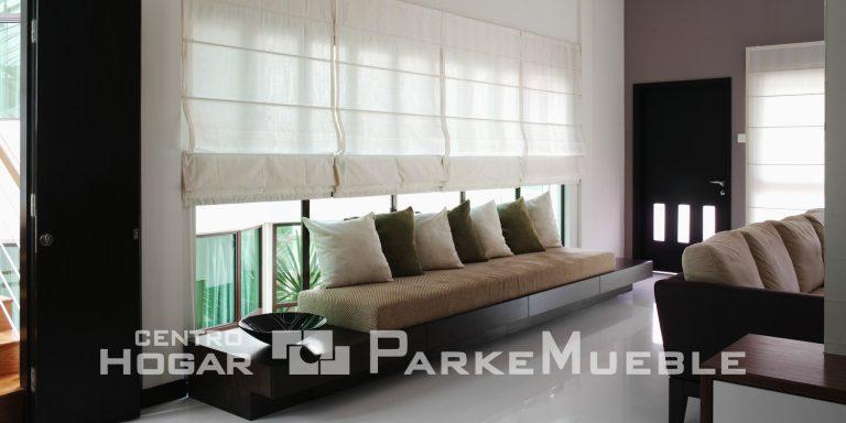 Salón con cortinas de lino